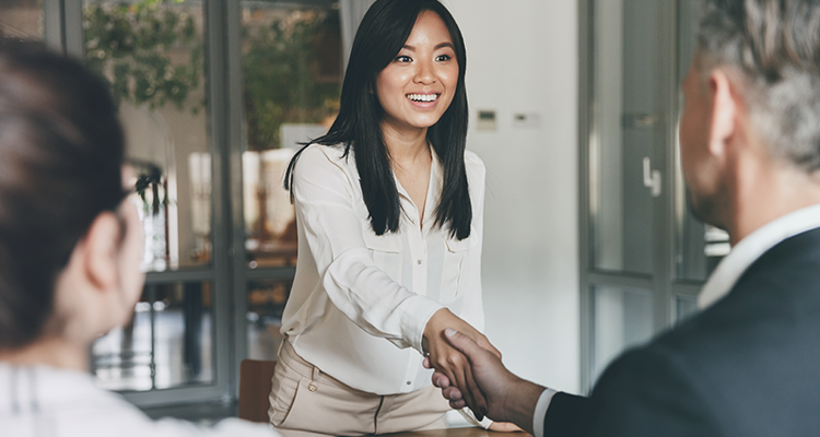 How Should You Introduce Yourself During a Job Interview?